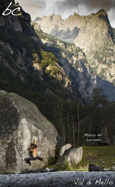 "Jo bouldering on ""Masso del torrente"""